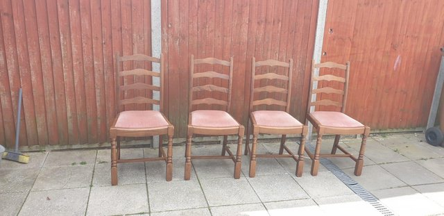 Image 3 of Retro classicdining table and chairs
