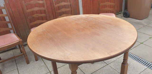 Image 5 of Retro classicdining table and chairs