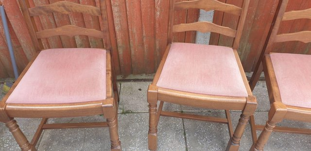 Image 6 of Retro classicdining table and chairs