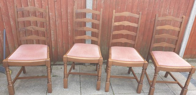 Image 7 of Retro classicdining table and chairs