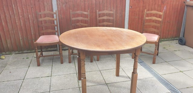 Image 10 of Retro classicdining table and chairs
