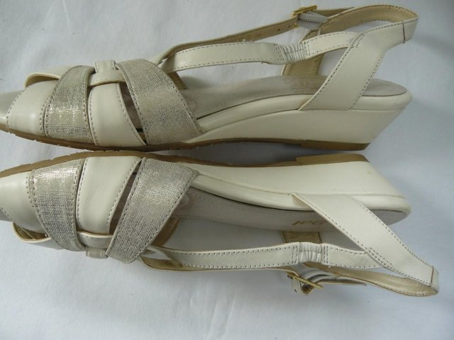 "Image 6 of Van Dal ""Bonita"" pale cream &champagne leather sandals UK 5D"