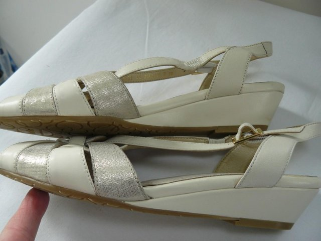 "Image 7 of Van Dal ""Bonita"" pale cream &champagne leather sandals UK 5D"