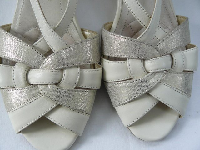 "Image 9 of Van Dal ""Bonita"" pale cream &champagne leather sandals UK 5D"