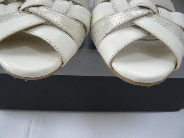 "Image 12 of Van Dal ""Bonita"" pale cream &champagne leather sandals UK 5D"