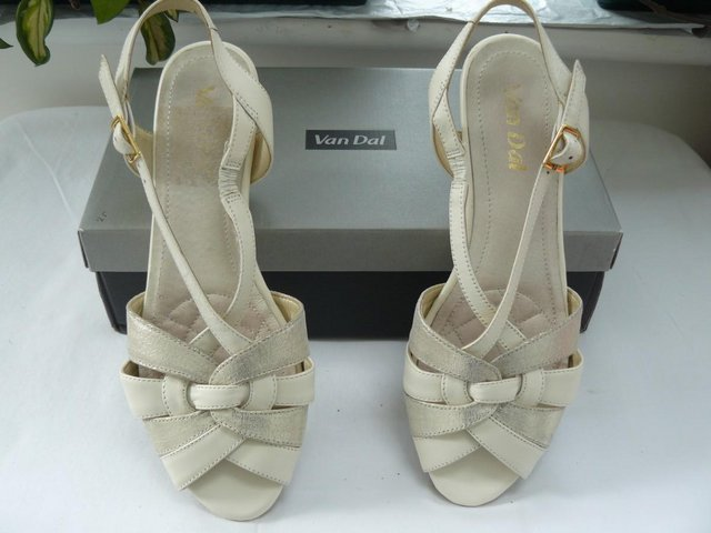 "Image 13 of Van Dal ""Bonita"" pale cream &champagne leather sandals UK 5D"