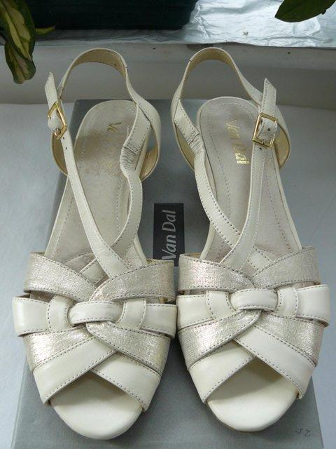 "Preview of the first image of Van Dal ""Bonita"" pale cream &champagne leather sandals UK 5D."