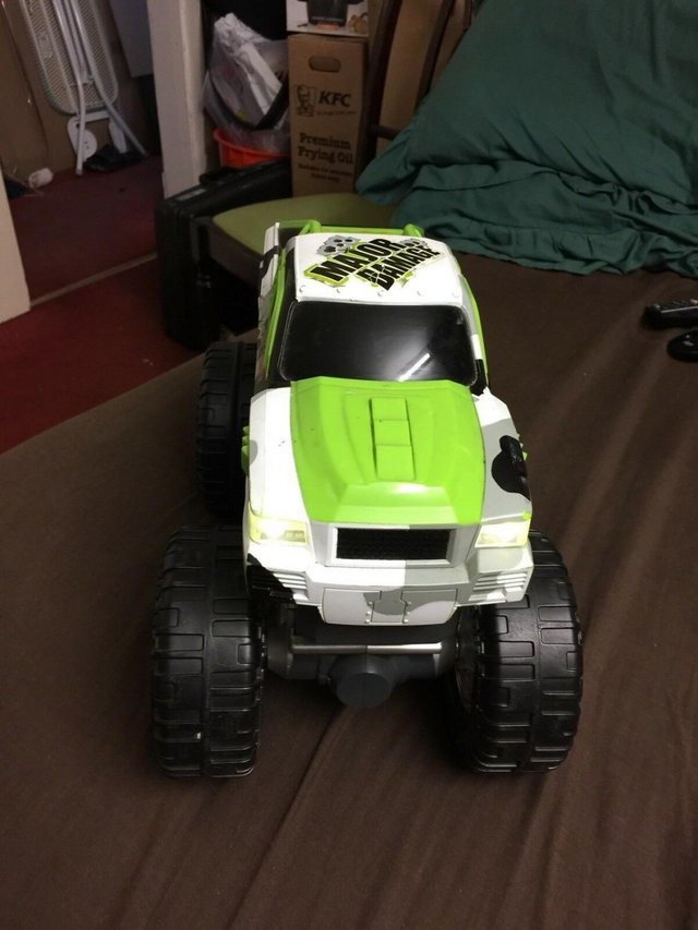 Image 2 of Toystate Bigfoot Road Rippers Light and Sound Big Foot 4X4 M