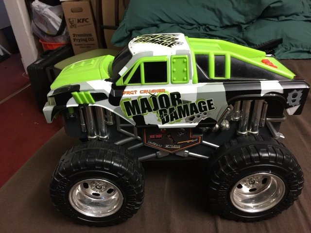 Image 3 of Toystate Bigfoot Road Rippers Light and Sound Big Foot 4X4 M