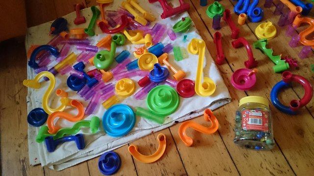 Image 2 of 180 piece set of original marble run with tub of marbles