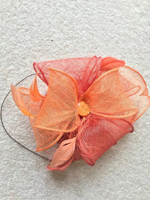 Preview of the first image of Hat fascinator.