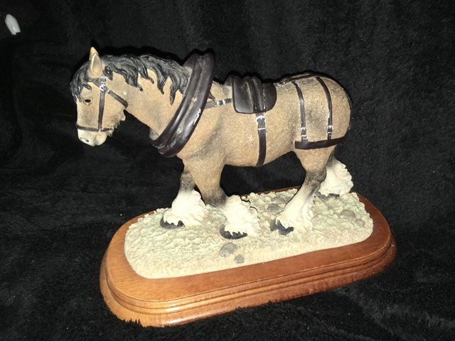Image 3 of Large vintage shire horse ornament on wooden plinth
