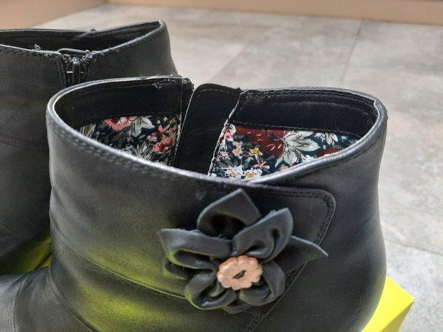 Preview of the first image of Ladies ankle boots 6.5.