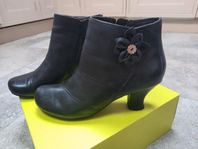 Image 3 of Ladies ankle boots 6.5