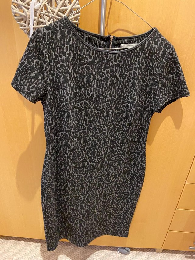 Image 2 of Ladies Jersey knee length print dress, size 14, good conditi