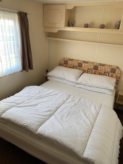 Image 5 of 3 Bedroom 6 Berth Caravan For Hire