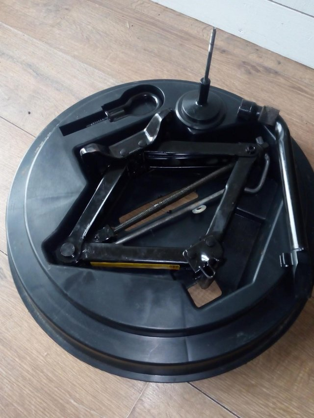 Image 2 of Ford Mondao Spare Wheel & Tool Kit