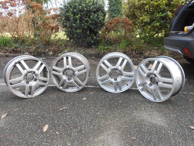 Image 3 of 4 X  Factory Alloy Wheels for a 2005 Fiesta Mk6