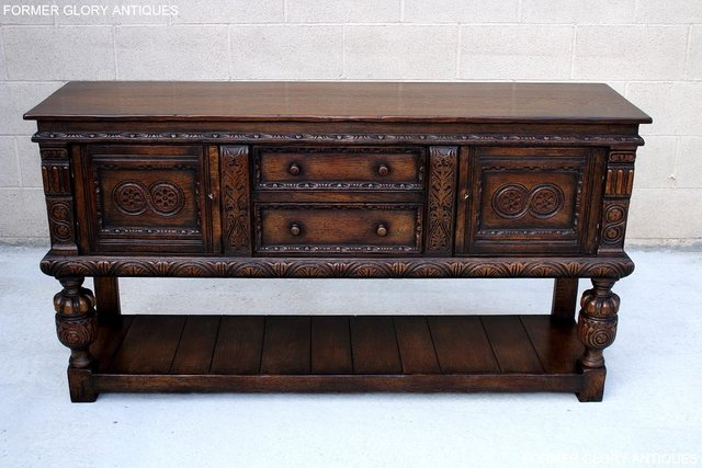 Image 112 of A TITCHMARSH AND GOODWIN CARVED OAK SIDEBOARD DRESSER BASE
