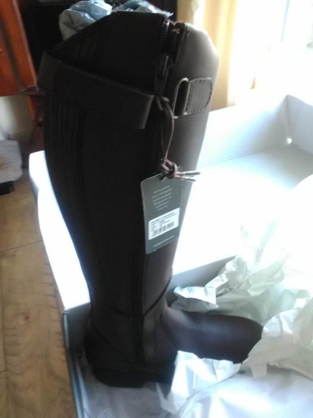 Preview of the first image of HY Londonderry boots.