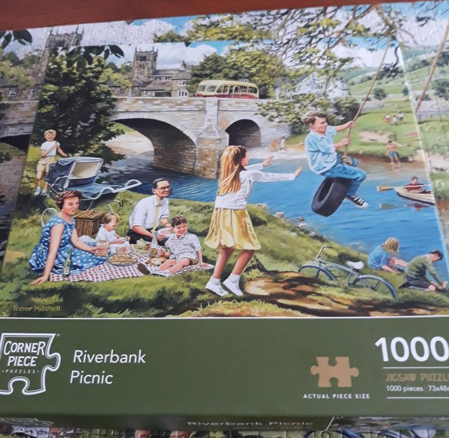 Preview of the first image of 1000 Jigsaw Puzzle Riverbank Picnic.