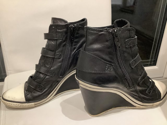 Preview of the first image of Ankle trainer boots.