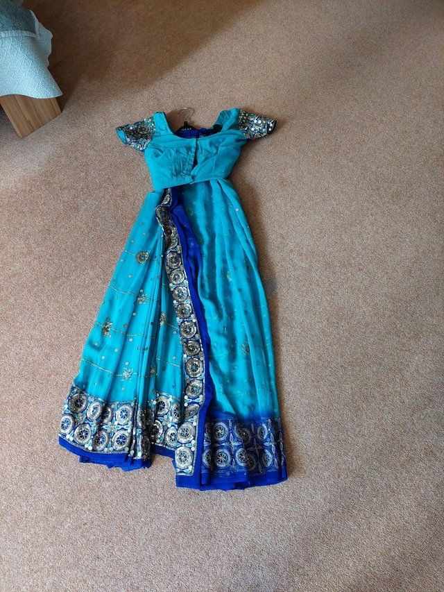 Preview of the first image of Indian sari.