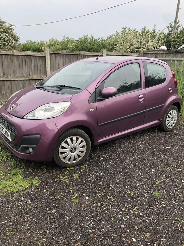 Preview of the first image of Peugeot 107 Auto Purple.