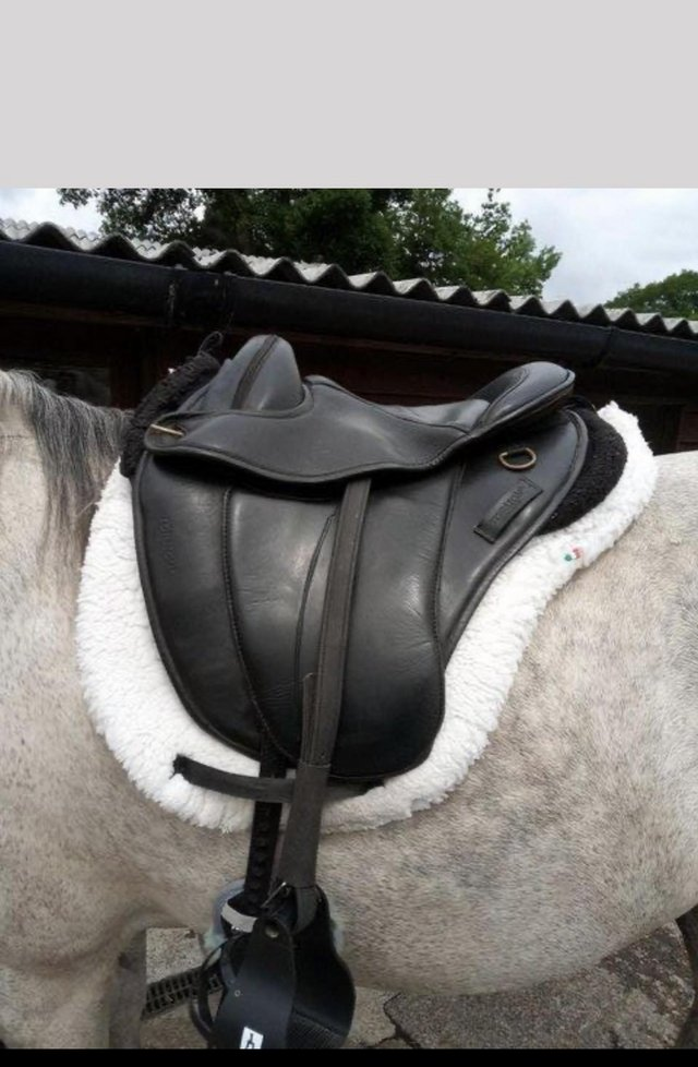 Preview of the first image of Torsion soft black leather treeless saddle.