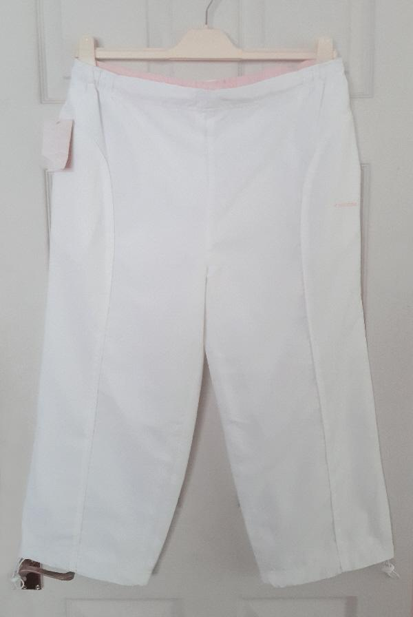 Preview of the first image of Bnwt Ladies White/Pink Diadora Cropped Trousers - Size 18.