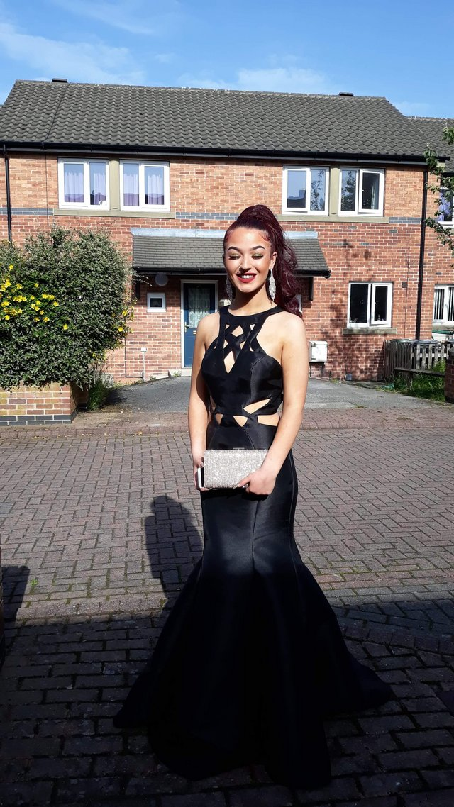 Image 2 of Prom dress size 8 black in ex condition