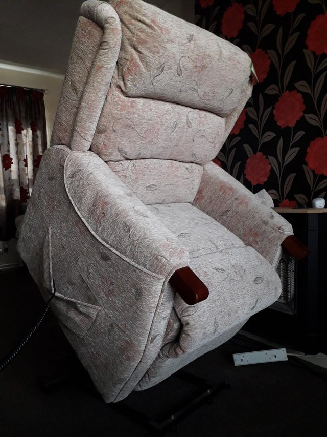 Image 3 of Middleton Canterbury Rise and Recline Mobility Chair