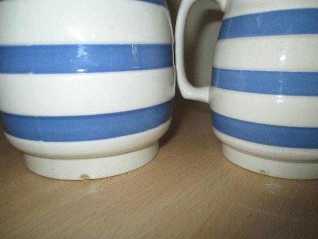 Image 3 of Pair of vintage milk / cream jugs
