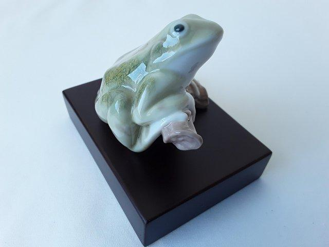 Preview of the first image of RARE LLADRO 8037 LUCKY FROG (TREE FROG) WITH STAND GOOD LUCK.