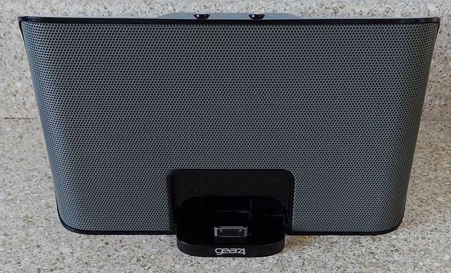 Image 3 of Gear4 Street Party III Stereo Speaker System for iPod