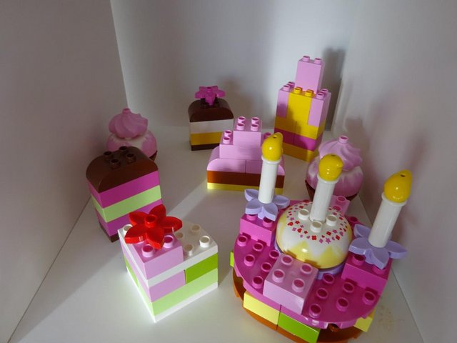 Preview of the first image of Duplo Cakes multipe sets - no box or instruction.