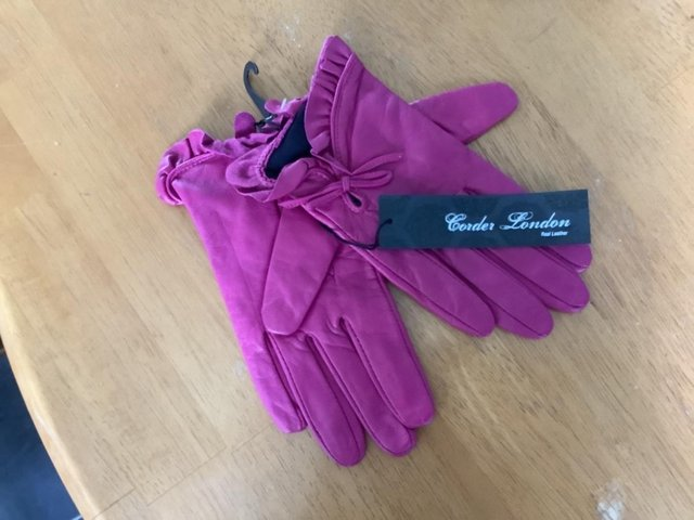 Image 2 of Ladies Leather gloves.