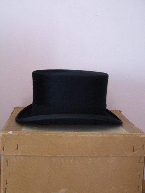 Preview of the first image of Ladies top hat.
