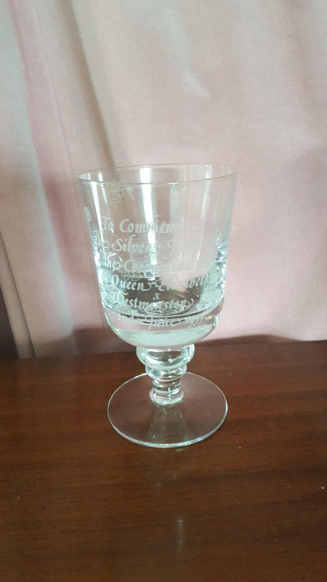 Image 2 of Silver Jubilee 1977 commemorative engraved glass