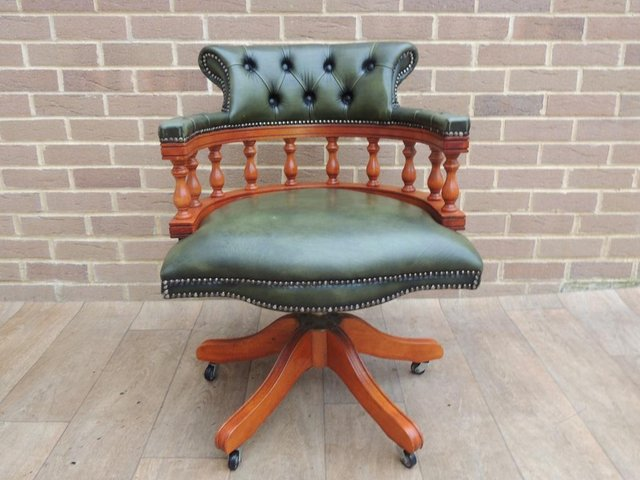 Image 2 of Antique green Chesterfield Traditional Chair (UK Delivery)