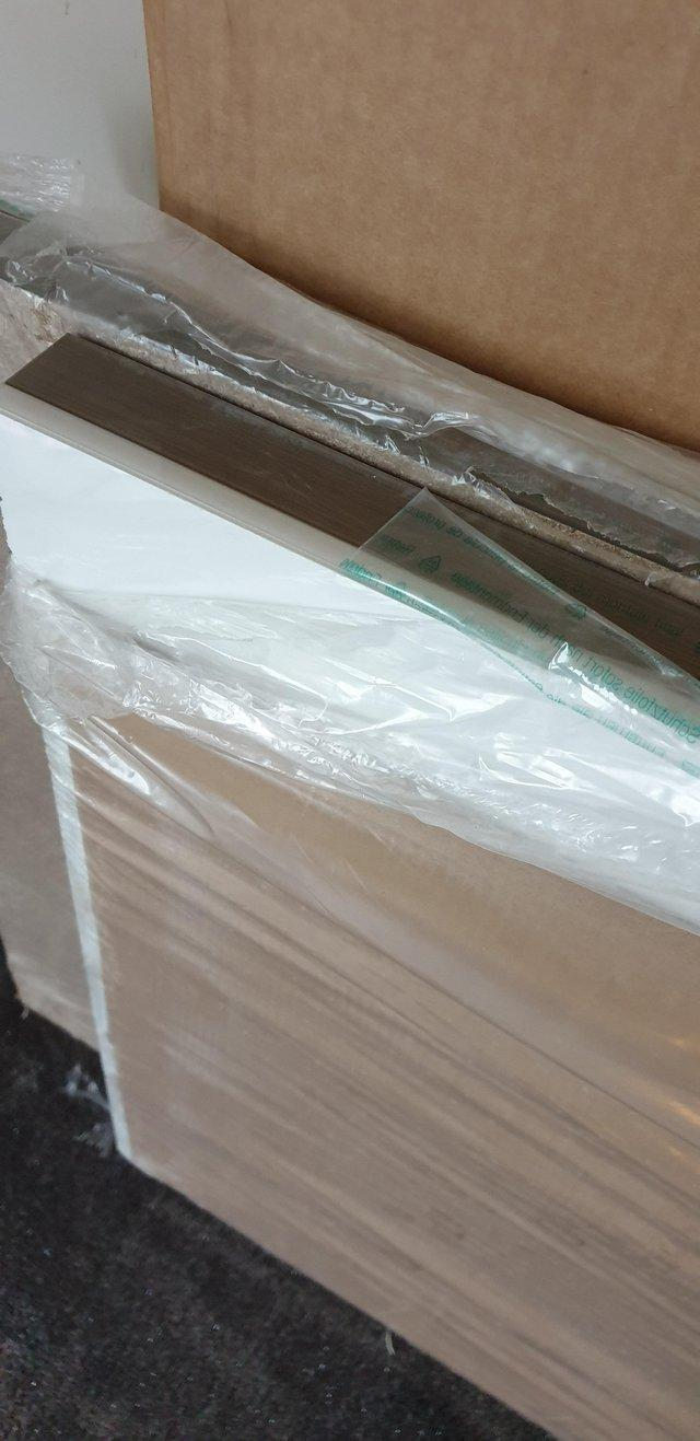 Image 2 of Howdens White Glass Effect Worktop & Breakfast Bar