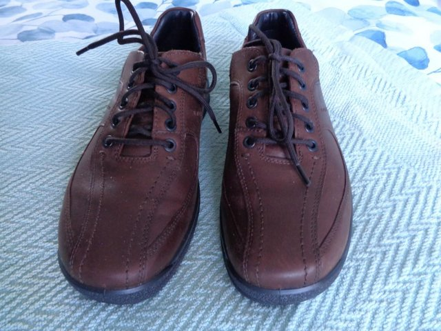 Preview of the first image of ( NEW ) MENS   SHOES  SIZE  UK  7. HOTTER..