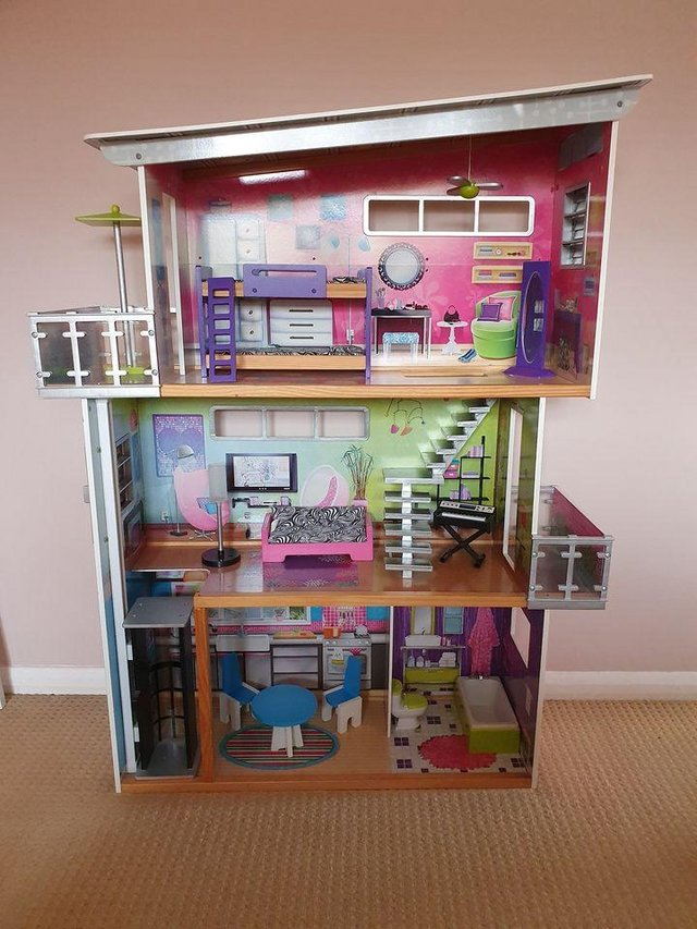 Preview of the first image of ELC Dolls' House.