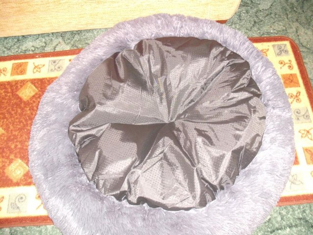 Image 2 of High Quality, Soft, Grey Dog Bed (new and unused)