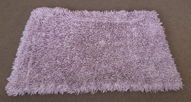 Preview of the first image of Lovely Mauve Coloured Shaggy Throw     B13.