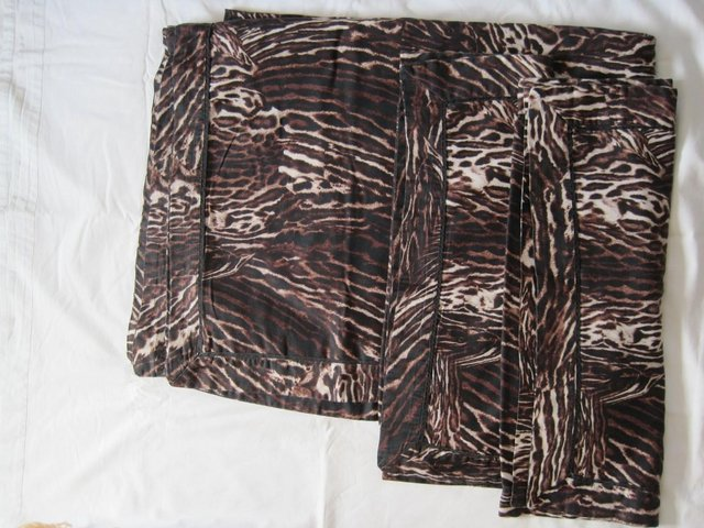Preview of the first image of Large animal print duvet cover and 2 matching pillow cases.