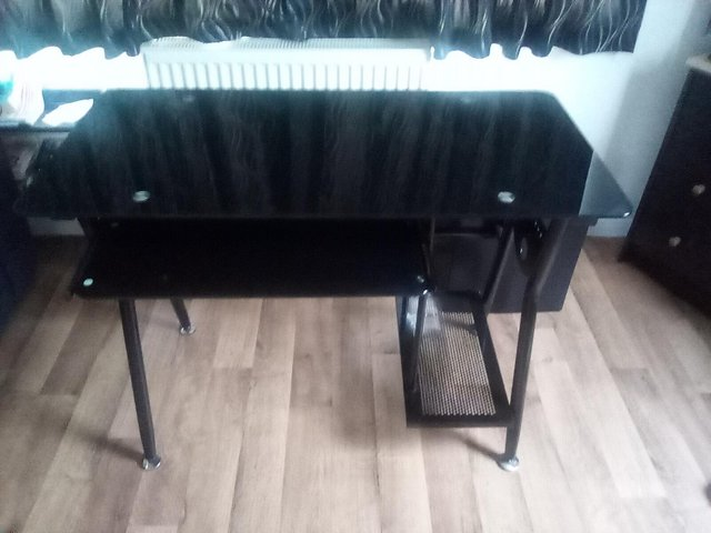 Preview of the first image of Computer desk.
