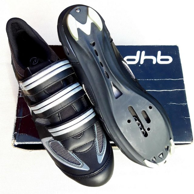 Preview of the first image of dhb cycling shoes.