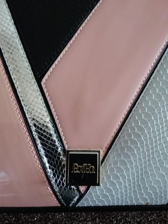 Preview of the first image of Faith handbag.