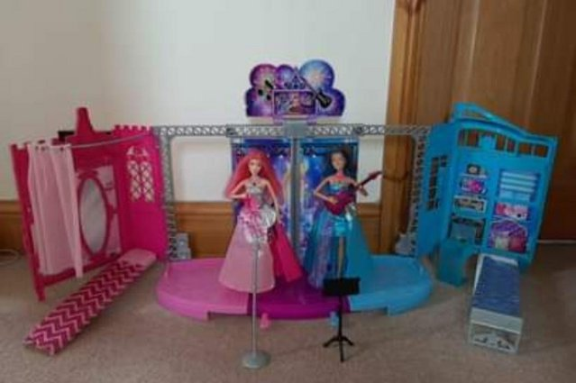 Preview of the first image of Foldout Barbie Princess & Popstar Stage.